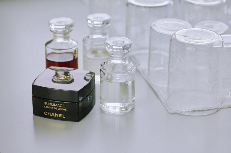 香奈兒實驗室花費15年,找出五月梵尼蘭背後的秘密。圖/香奈兒提供