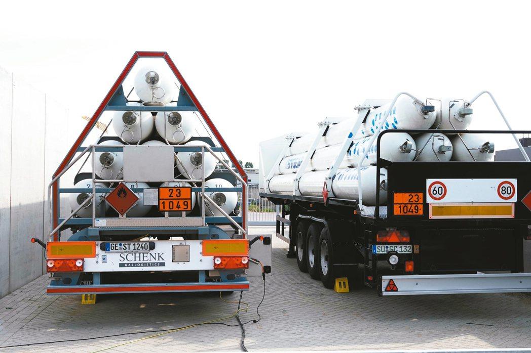 當台灣還在研發氫能電池的未來發展,荷蘭的氫能公車與氫能汽車已經上路,圖為HyGe...