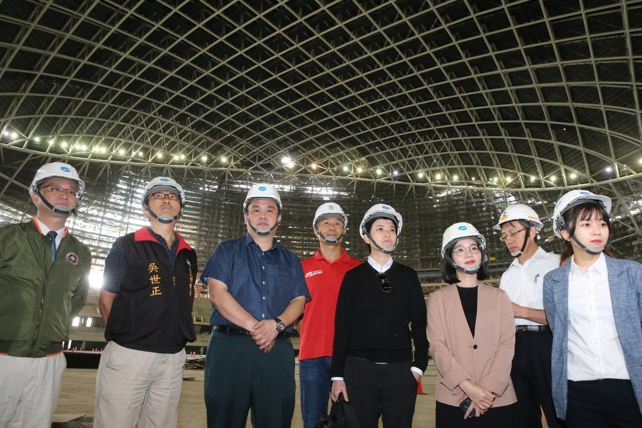 台北市議會教育委員會上午視察大巨蛋工程。記者徐兆玄/攝影