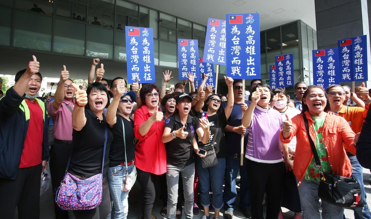 韓國瑜昨宣布今起請假投入總統大選,大批支持者到場替韓加油。 記者劉學聖/攝影