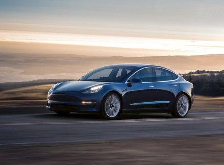影/Tesla Model 3像危險駕駛?美國權威媒體打臉召喚模式