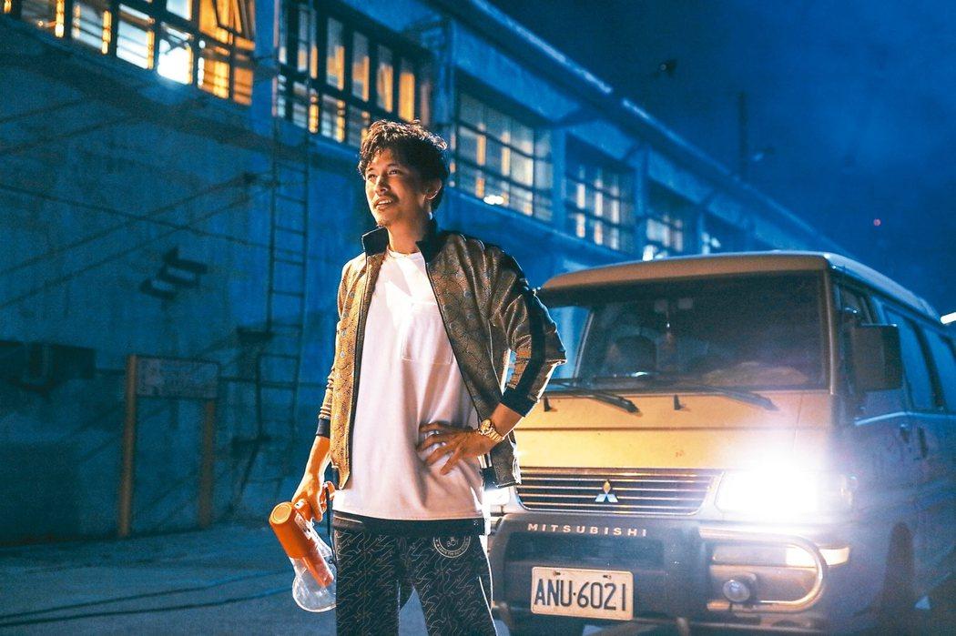 「江湖無難事」結合黑幫、殭屍等奇妙元素,笑點超級「台」。圖/華映提供