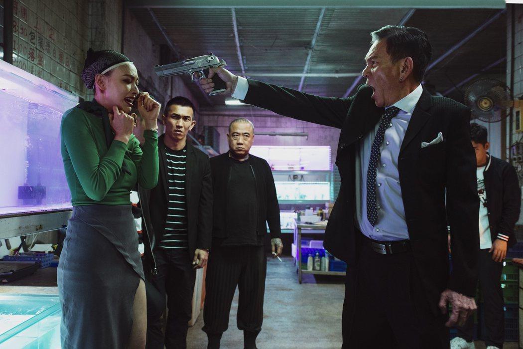 「江湖無難事」裡姚以緹扮演變裝皇后。圖/華映提供