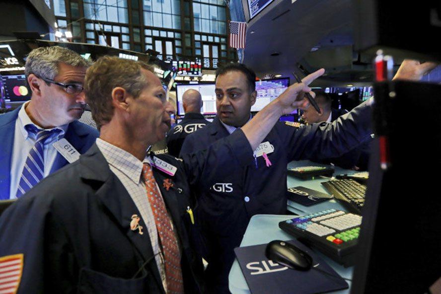 對美中貿易協議的最新擔憂浮現,股市震盪小跌。(美聯社)