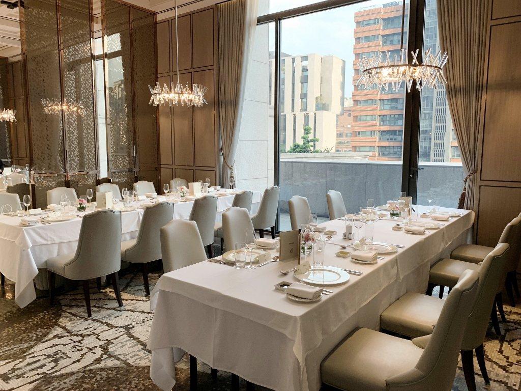 台北美福大飯店GMT義大利餐廳西式桌型。業者/提供