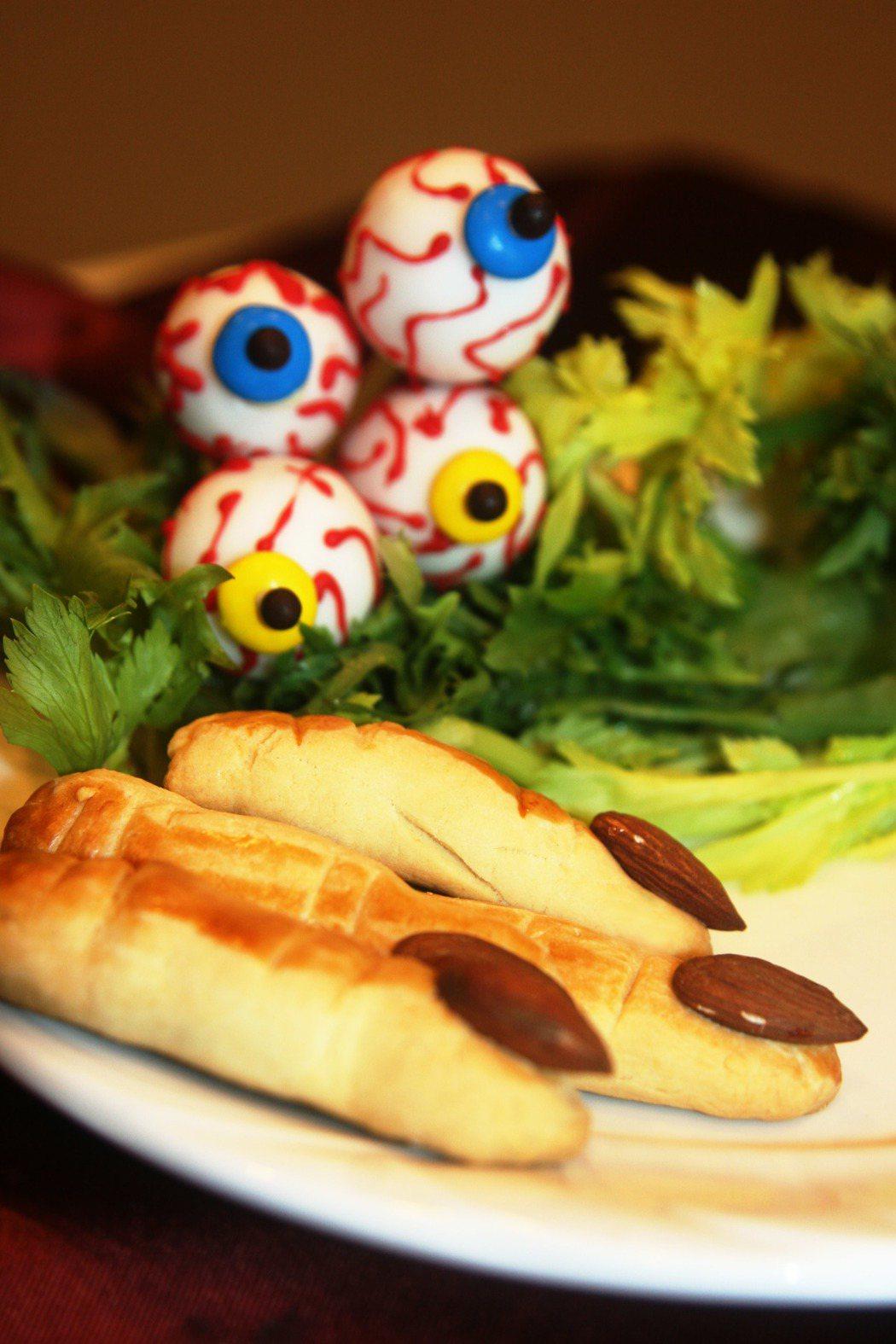 高雄國賓飯店萬聖節搞怪甜點-手指餅乾及眼球巧克力。 高雄國賓飯店/提供