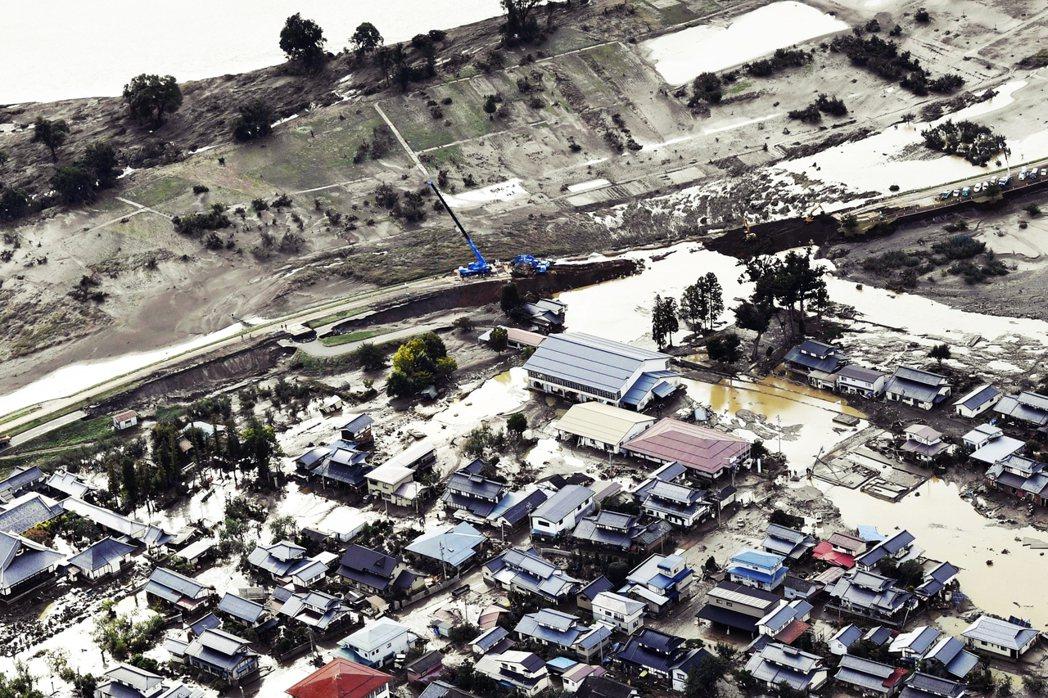 15個都縣之中,47條河川66處堤防崩毀,181條各水系大小河川,洪水越過堤防氾...
