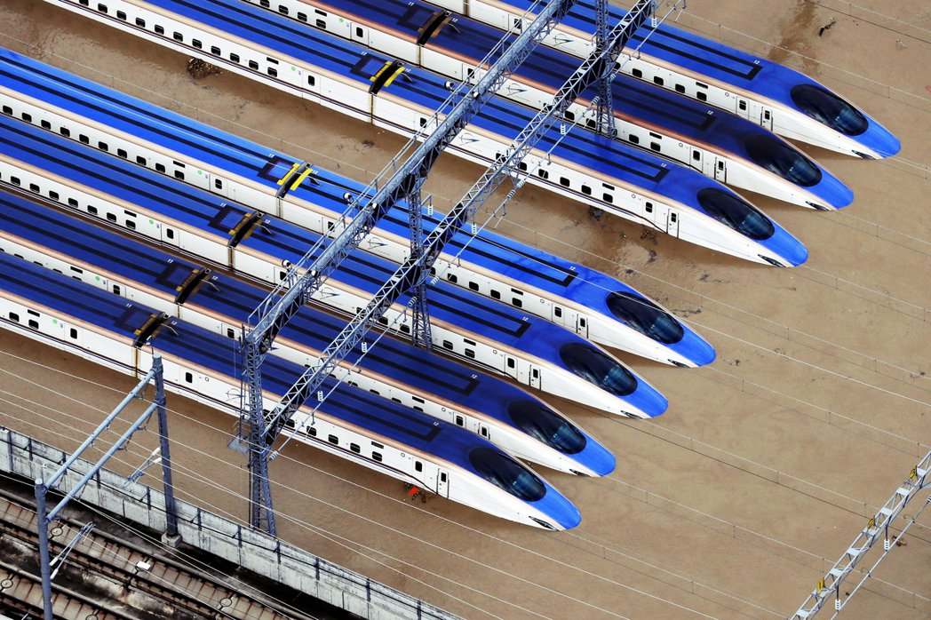 遭水淹的列車共有10組,其中有8組為JR東日本的E7系,另兩組則是隸屬JR西日本...