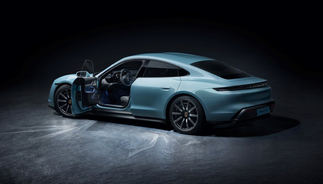 Porsche Taycan洗練的座艙、內收的後擋風玻璃以及雙翼突出的肩線提升了...