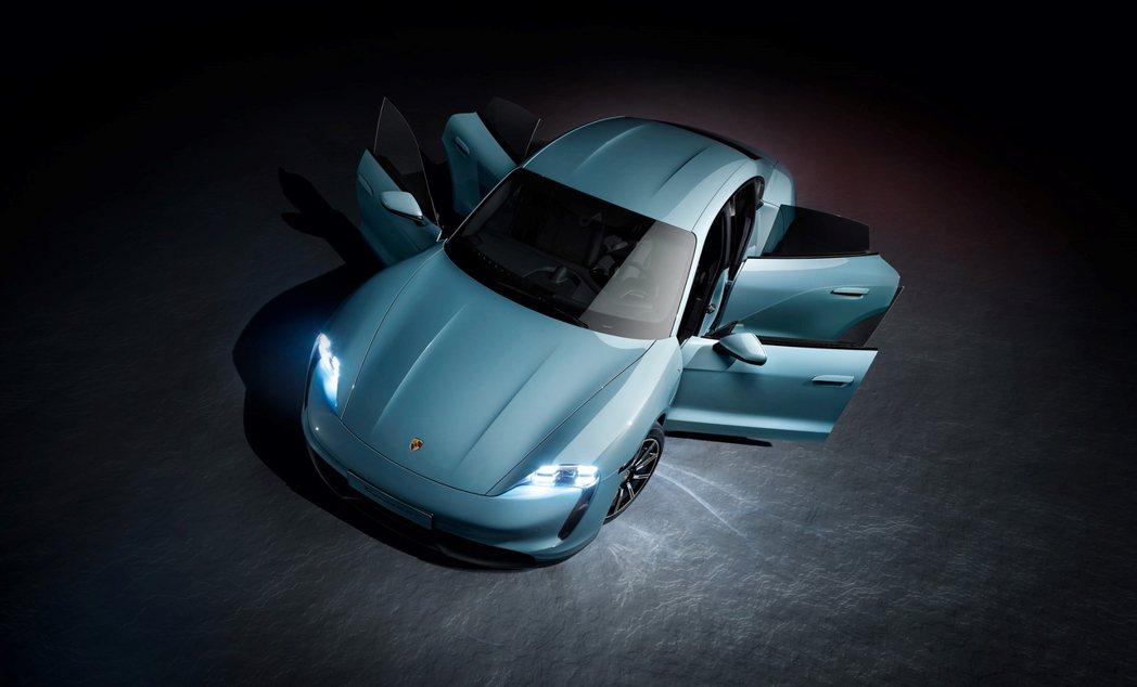 Porsche Taycan 採極簡純粹的美學設計,並保留不容認錯的保時捷 DN...
