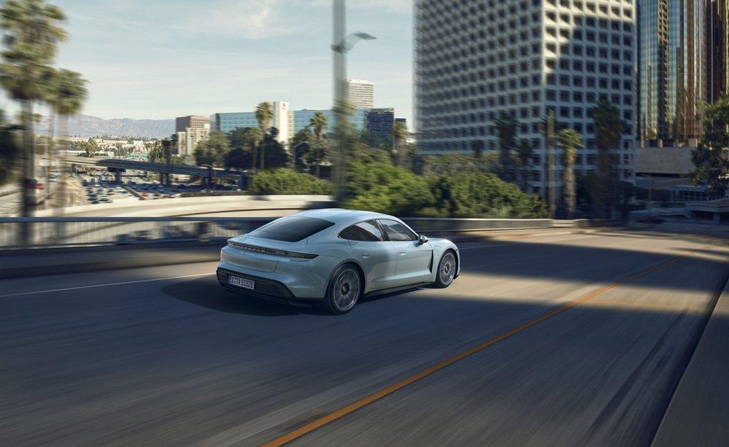Porsche Taycan 4S可於4秒內達到0-100/km/h加速,極速達...
