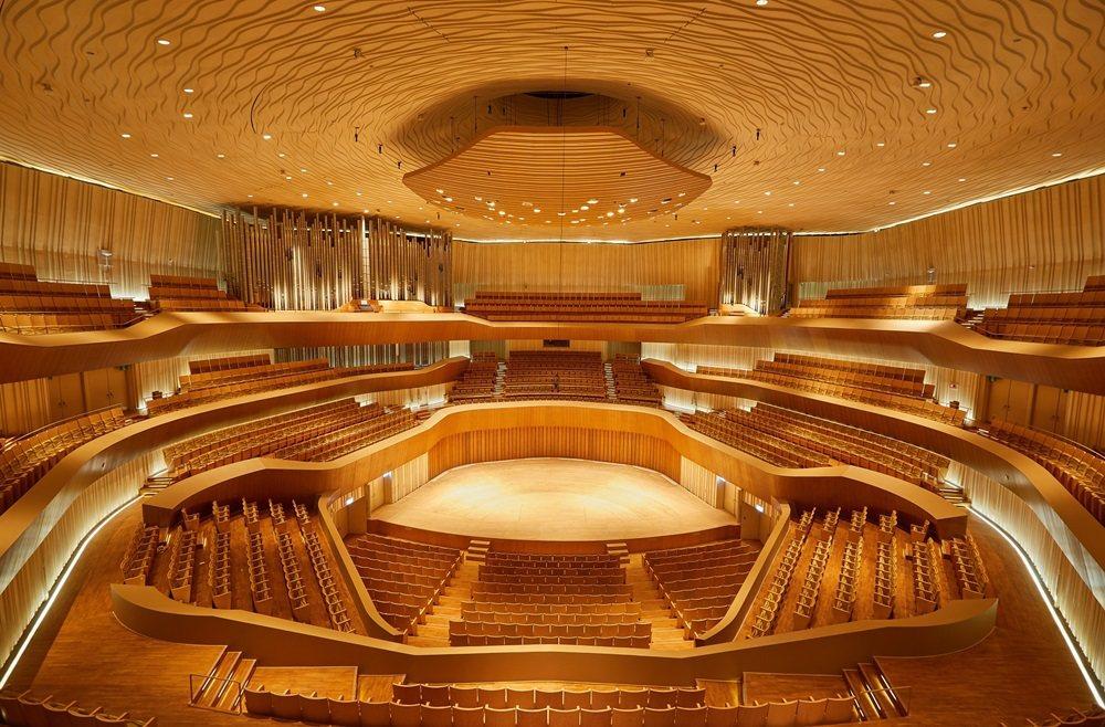 衛武營號稱亞洲表演場館規模最大的管風琴,擁有9085支音管、造價新台幣1.2億元...