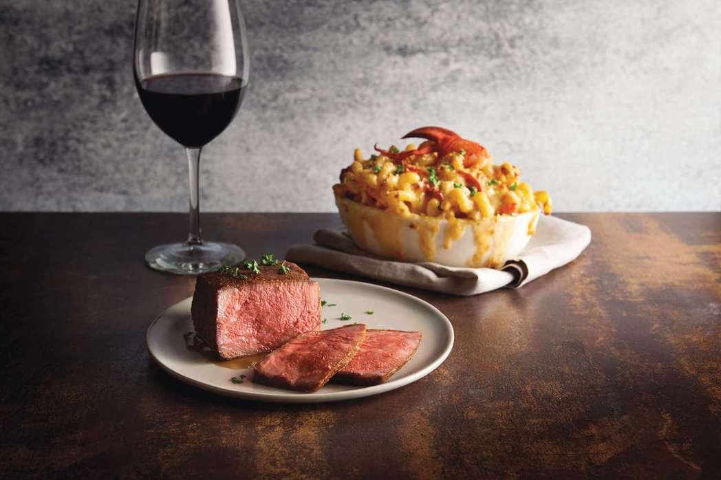 莫爾頓牛排館推出金牌極黑厚切和牛紐約客牛排 (NT$3,888)。莫爾頓牛排館/...