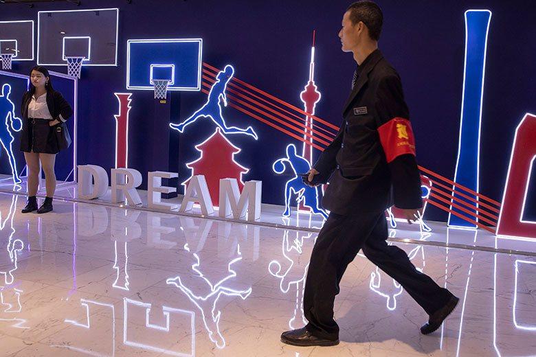 全世界人民都知道中國對運動賽事有很多政治上的考量。NBA在中國的各項活動炫麗而熱...