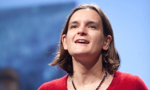 麻省理工學院教授杜芙若是諾貝爾經濟學獎第二位女性獲獎者。(photo by Wikipedia)