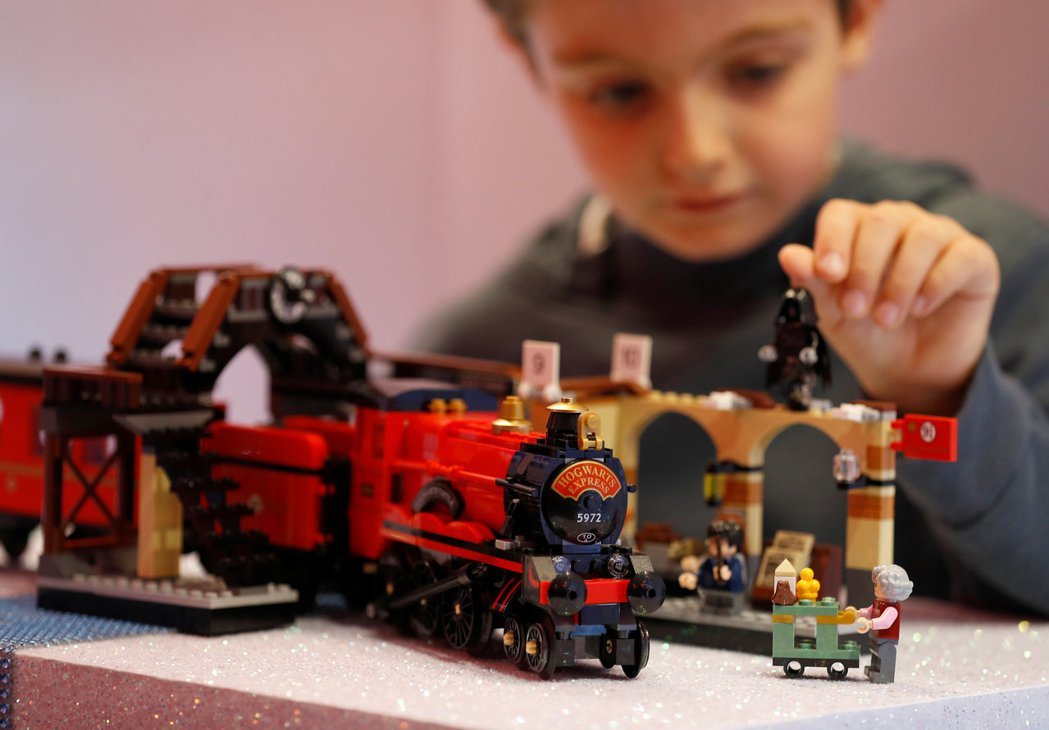 隨著消費者追求更環保的產品,樂高(LEGO)正考慮向樂高迷推出租賃服務。路透