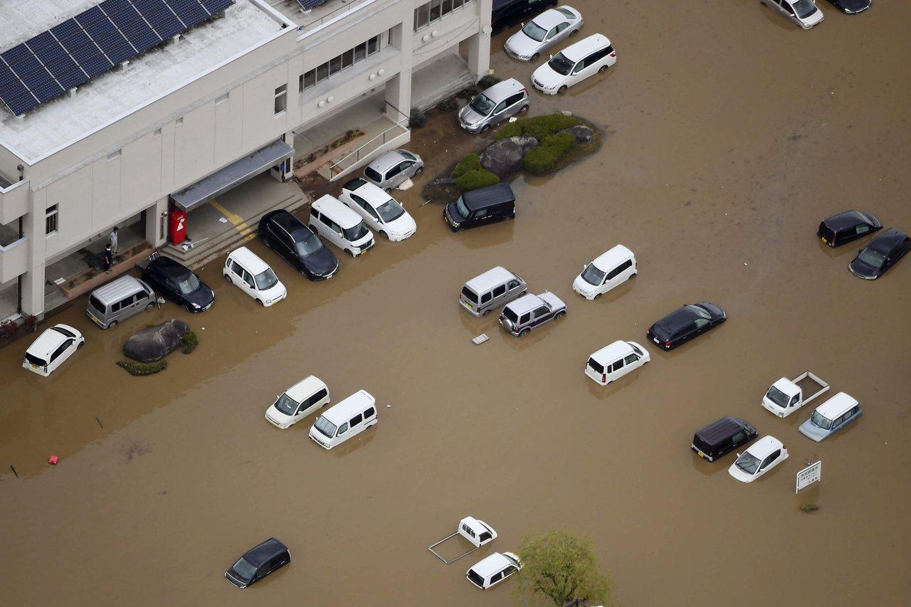 哈吉貝颱風過境,日本宮城的丸森町泡在水裡。美聯社