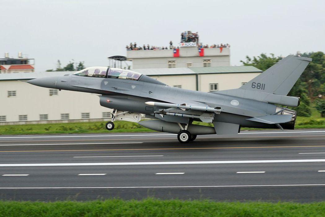完成構改的空軍F-16V戰機。路透