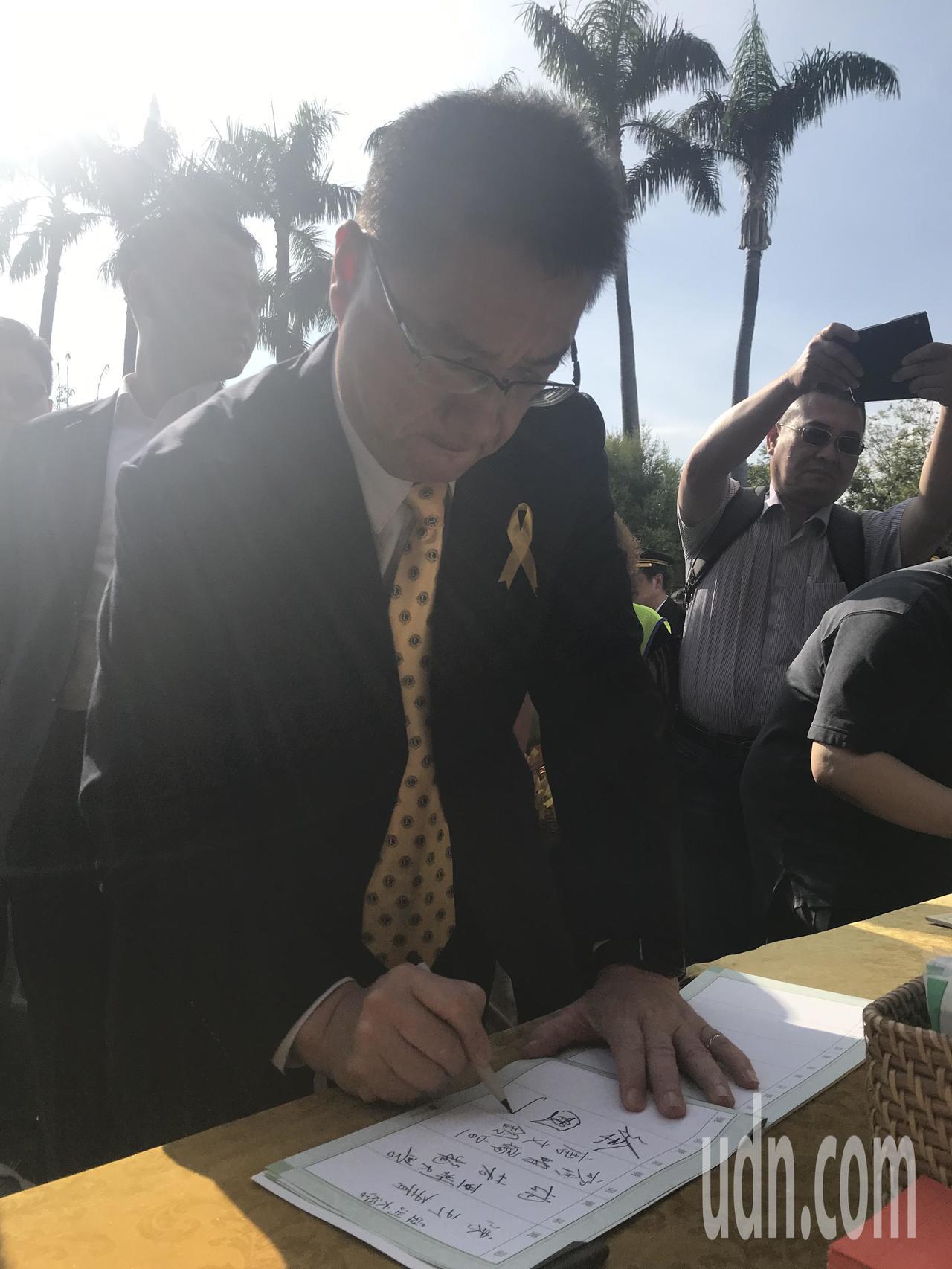 內政部部長徐國勇一早抵達會場,神情哀傷。記者林佩均/攝影