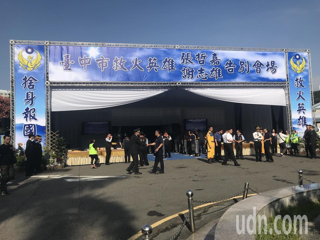 殉職消防員謝志雄、張哲嘉今早舉行聯合公祭,場面莊嚴且隆重。記者林佩均/攝影