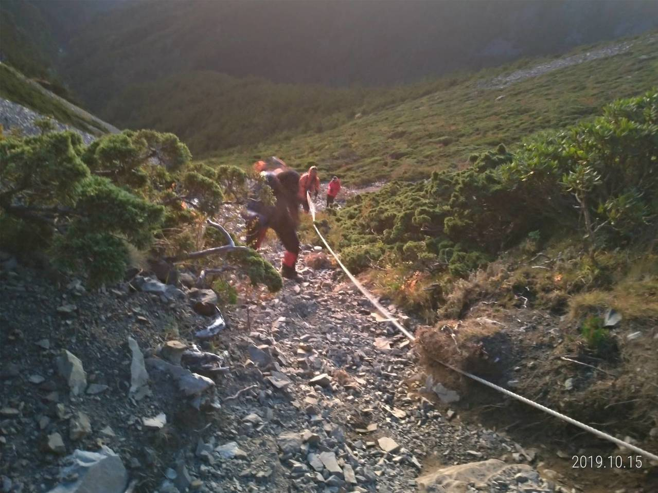 一名登山客在雪山北峰高山症發作,台中市消防局申請直升機救援。圖/台中市消防局提供