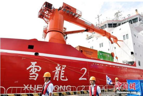 中國大陸自主建造的首艘極地科學考察破冰船「雪龍2」號,擁有強大破冰和科考能力。(...