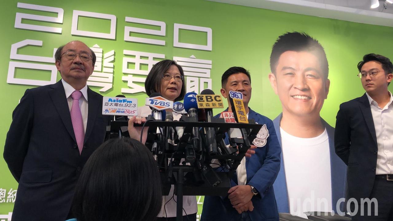 總統蔡英文進行媒體聯訪。記者王駿杰/攝影
