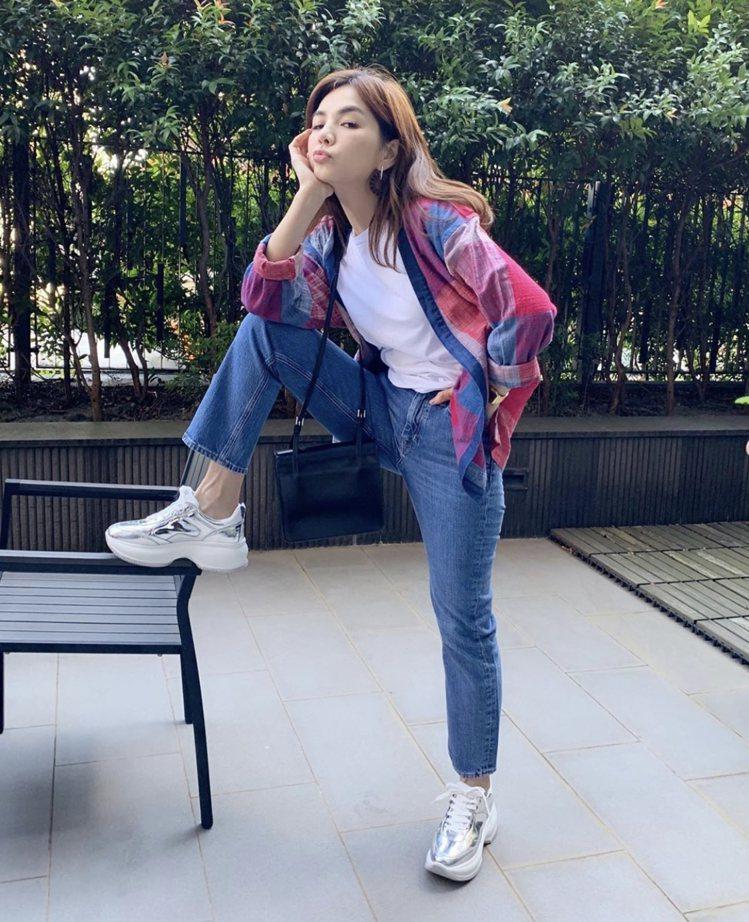 Ella陳嘉樺穿HOGAN秋冬新款Maxi Active鞋。圖/摘自IG