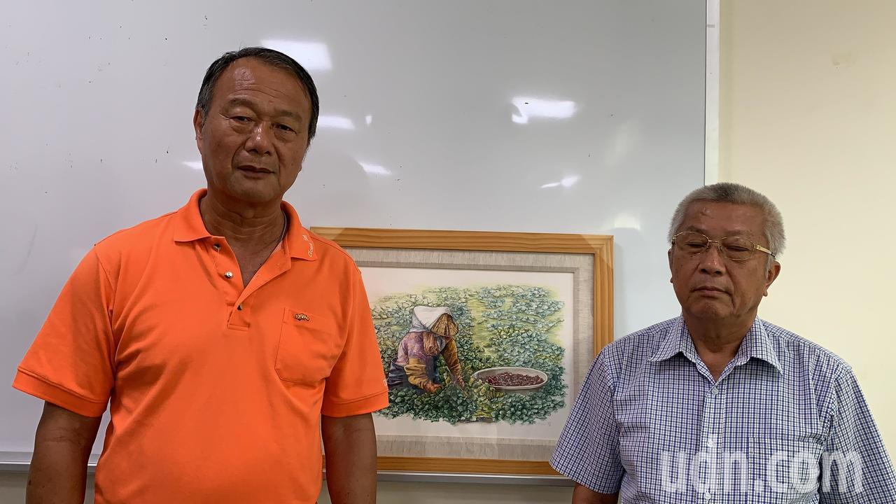 台南官田區農會總幹事林正容(左)出面道歉。記者吳淑玲/攝影