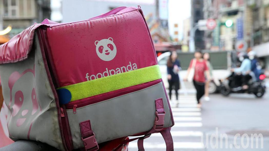 交通部公路總局15日上午稽查「foodpanda」初步認定未善盡管理責任,開出9...