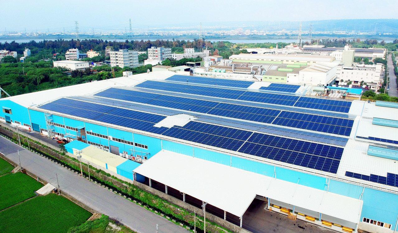 友達完成永豐餘全台6個廠房的屋頂型太陽能電廠。 圖/友達提供