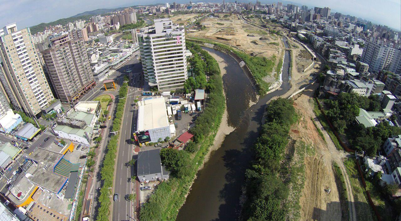 桃園市率先全國實施「河川區容積移轉實施計畫公告」,第一個計畫區為南崁溪經國二橋到...