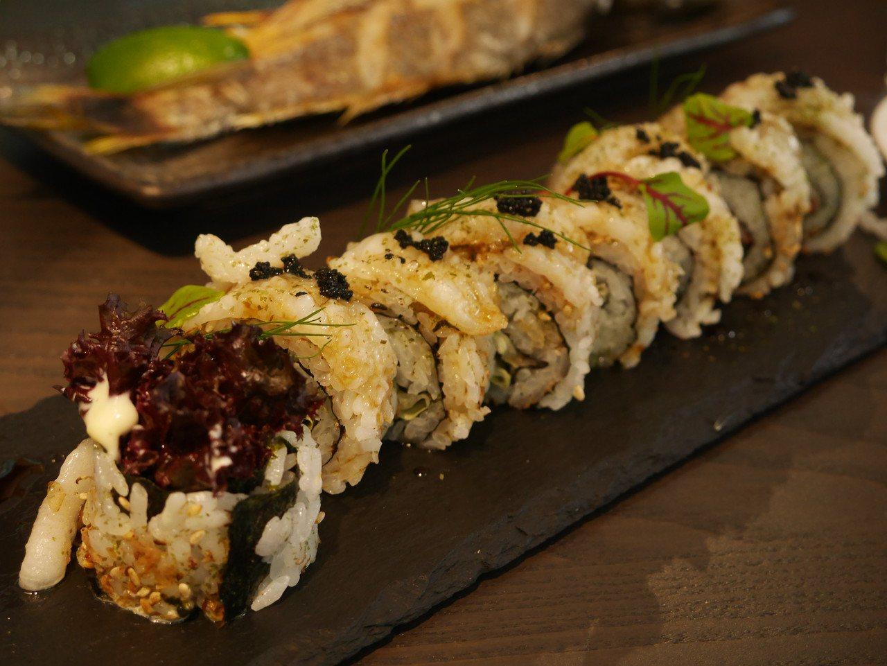 炙燒比目魚壽司捲300元,吃巧也能吃飽。記者吳淑君/攝影