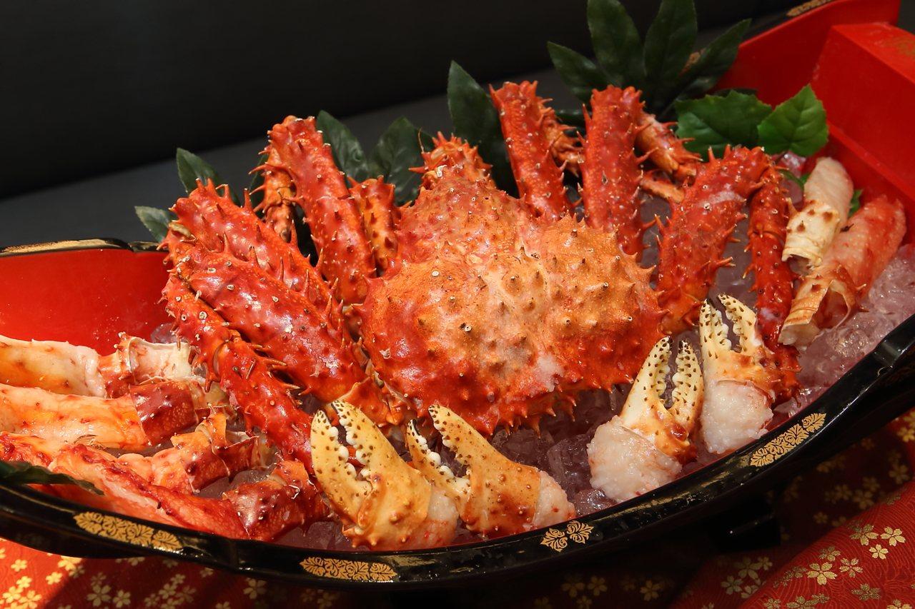 金子半之助選用智利帝王蟹作為食材。記者陳睿中/攝影