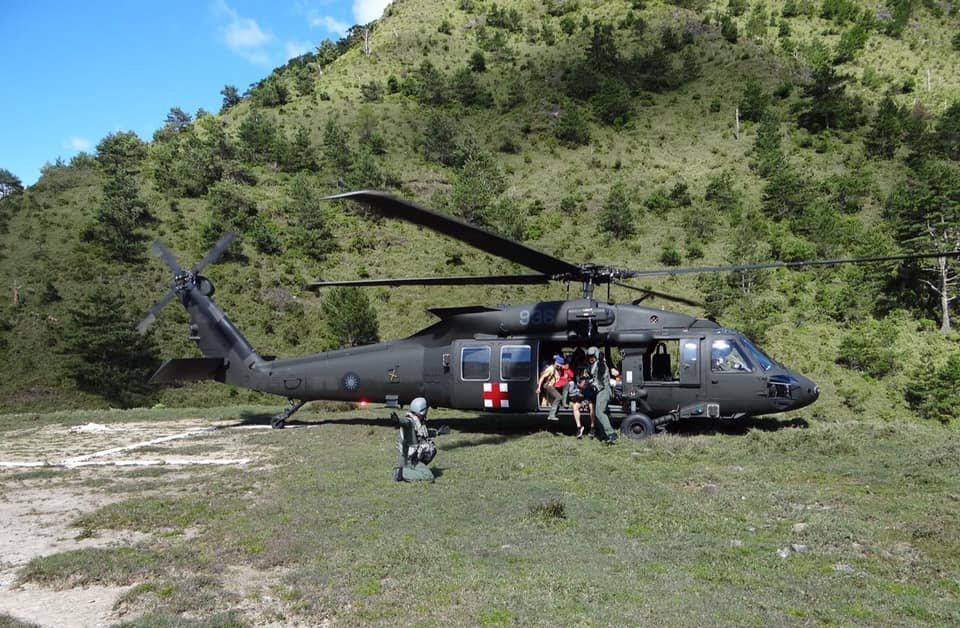 國人熟悉的「藍海鷗」美製S-70C直升機齡老舊,屆齡汰除,救護隊完成換裝,現役U...
