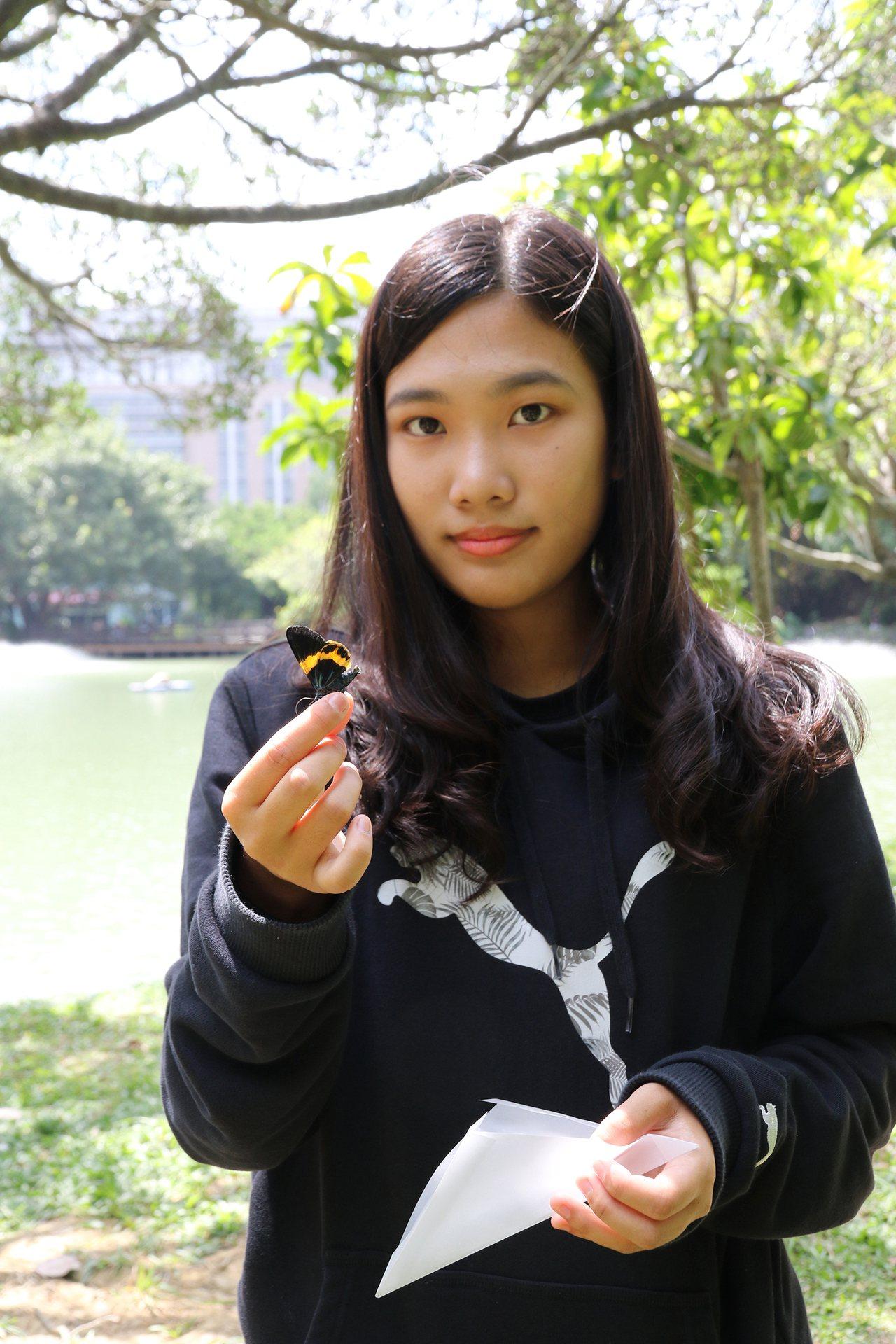 興大昆蟲系陳亭予,從小投入蝴蝶復育與生態導覽,她高中成績並非前段,透過特殊選才錄...