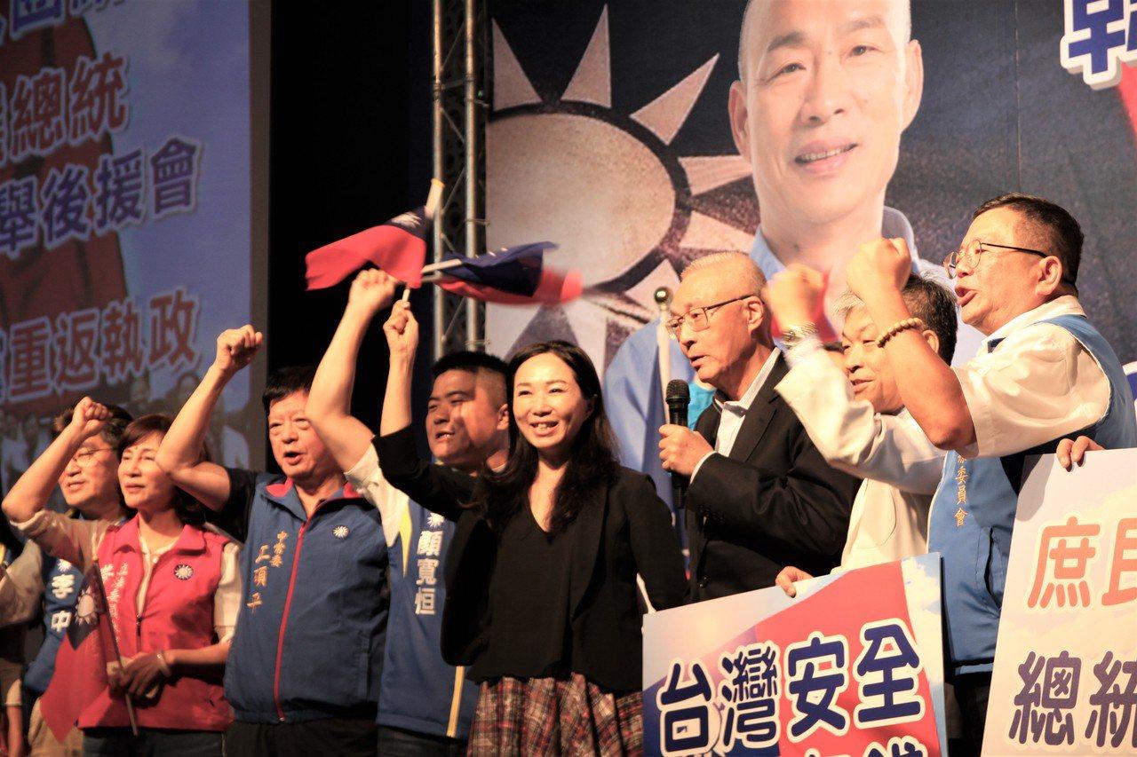 國民黨今在台中市舉辦「醫療界挺韓國瑜競選總統暨立委選舉中部後援會成立大會」國民黨...