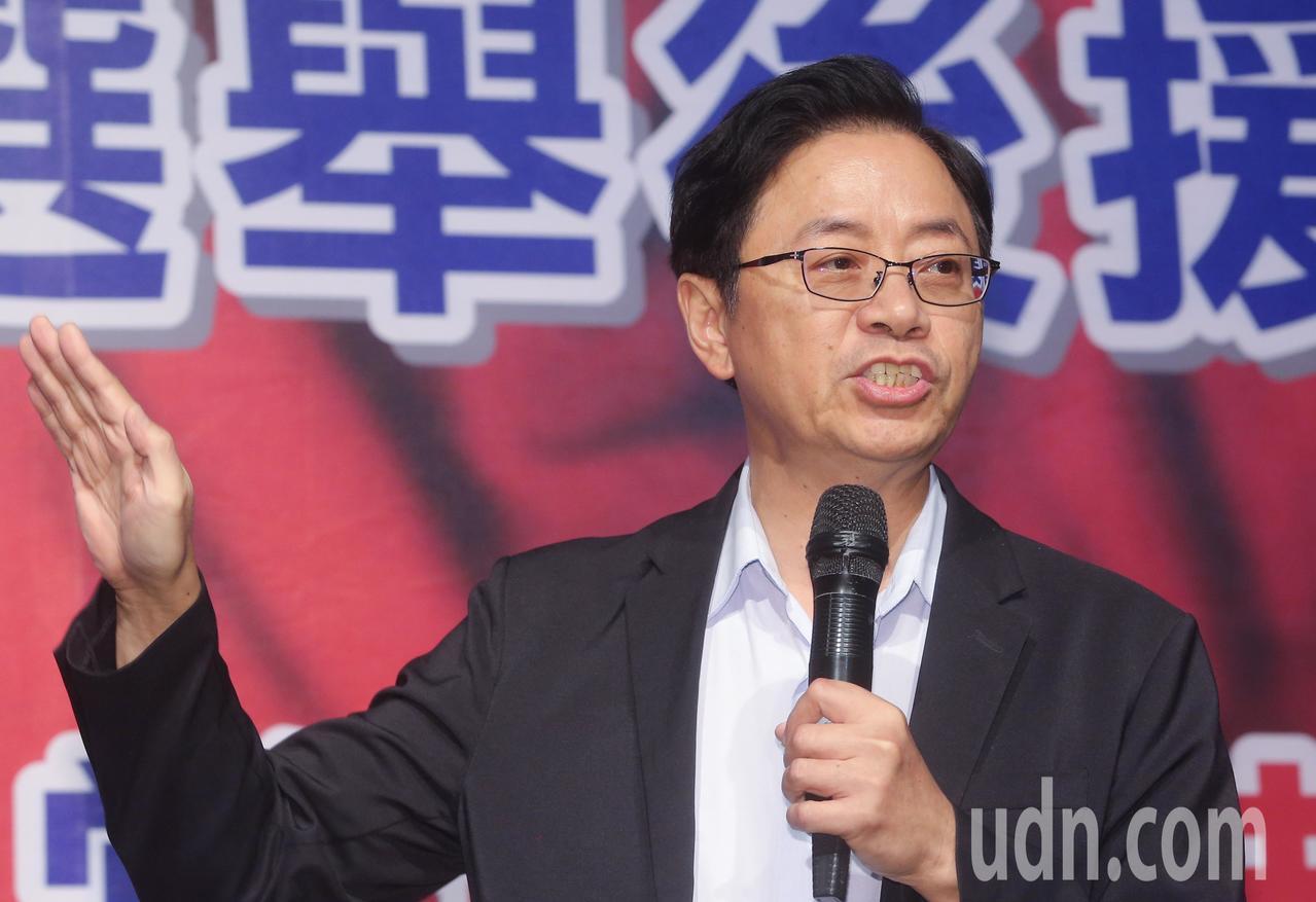 前行政院長張善政說明韓國瑜的醫療政策,強調要對高風險族群多加關心。記者黃仲裕/攝...