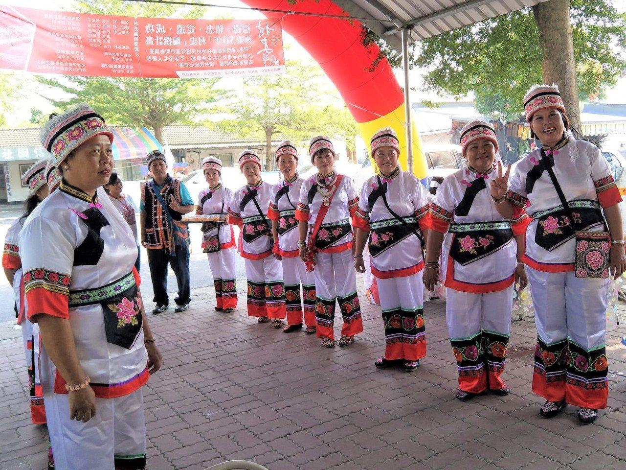 屏東縣里港鄉信國社區是全縣唯一的滇緬聚落,迄今仍有少數民族居住在此,在產業活動中...