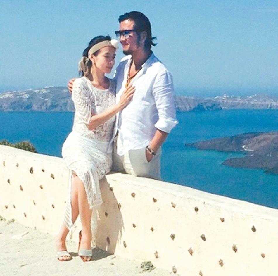 林美貞2015年(左)赴愛琴海度假,傳出與孫興「再婚」。圖╱摘自微博