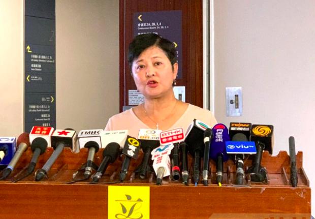 香港民主黨議員黃碧雲認為,中共官媒涉嫌恐嚇,呼籲香港醫管局要「站穩」立場。 圖/...
