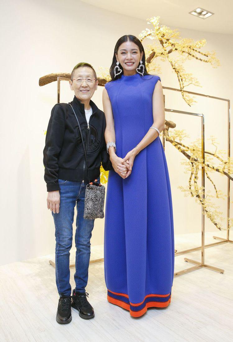 設計師潘黛麗(左)與身穿2020春夏潘黛麗作品的模特兒郭源元。記者鄭超文/攝影