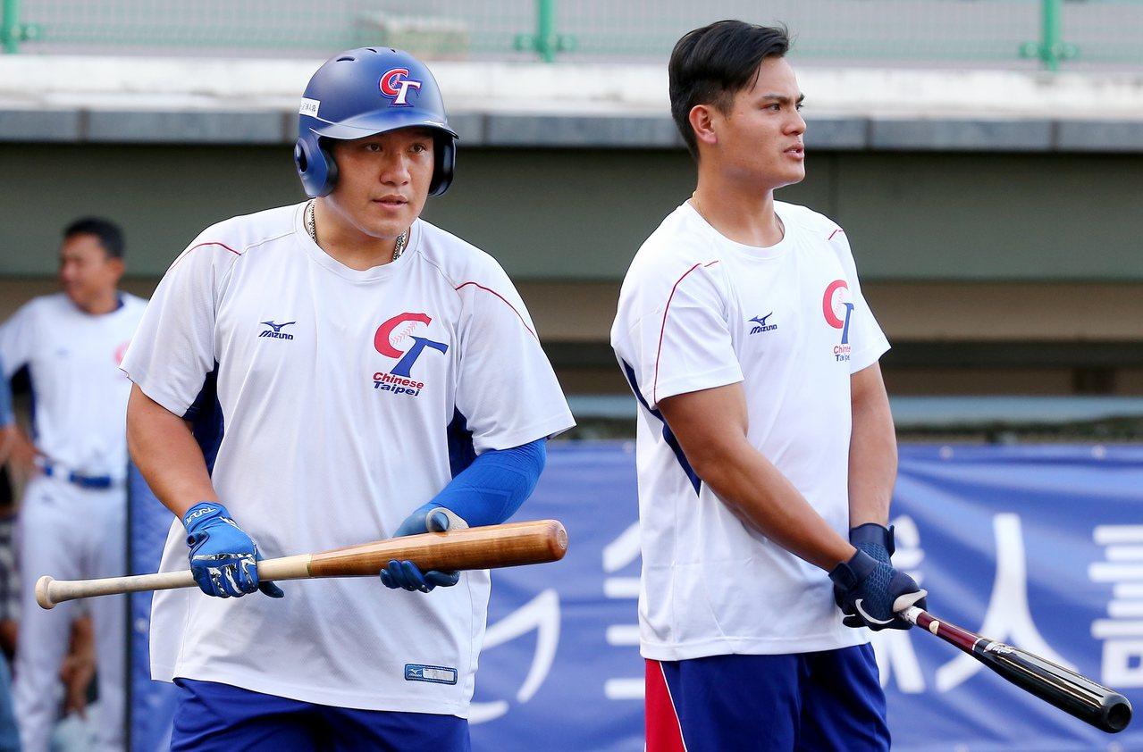 亞洲棒球錦標賽中日大戰,張進德(左)與張育成兄弟檔一同先發。記者余承翰/攝影