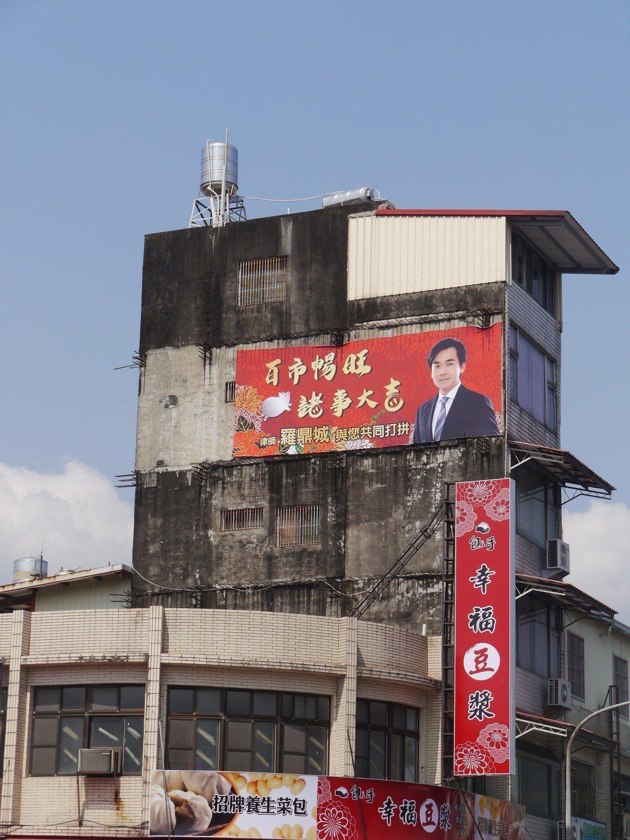 去年羅鼎城尋求連任高市議員,不過參加民進黨內初選失利,近來依舊勤走基層,農曆年間...