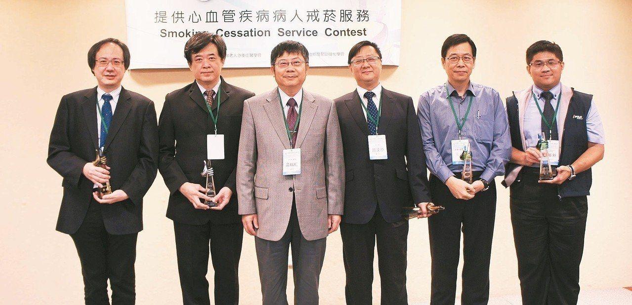 中華民國血脂及動脈硬化學會舉辦「提供心血管疾病病人戒菸服務」競賽,新光醫院心臟內...