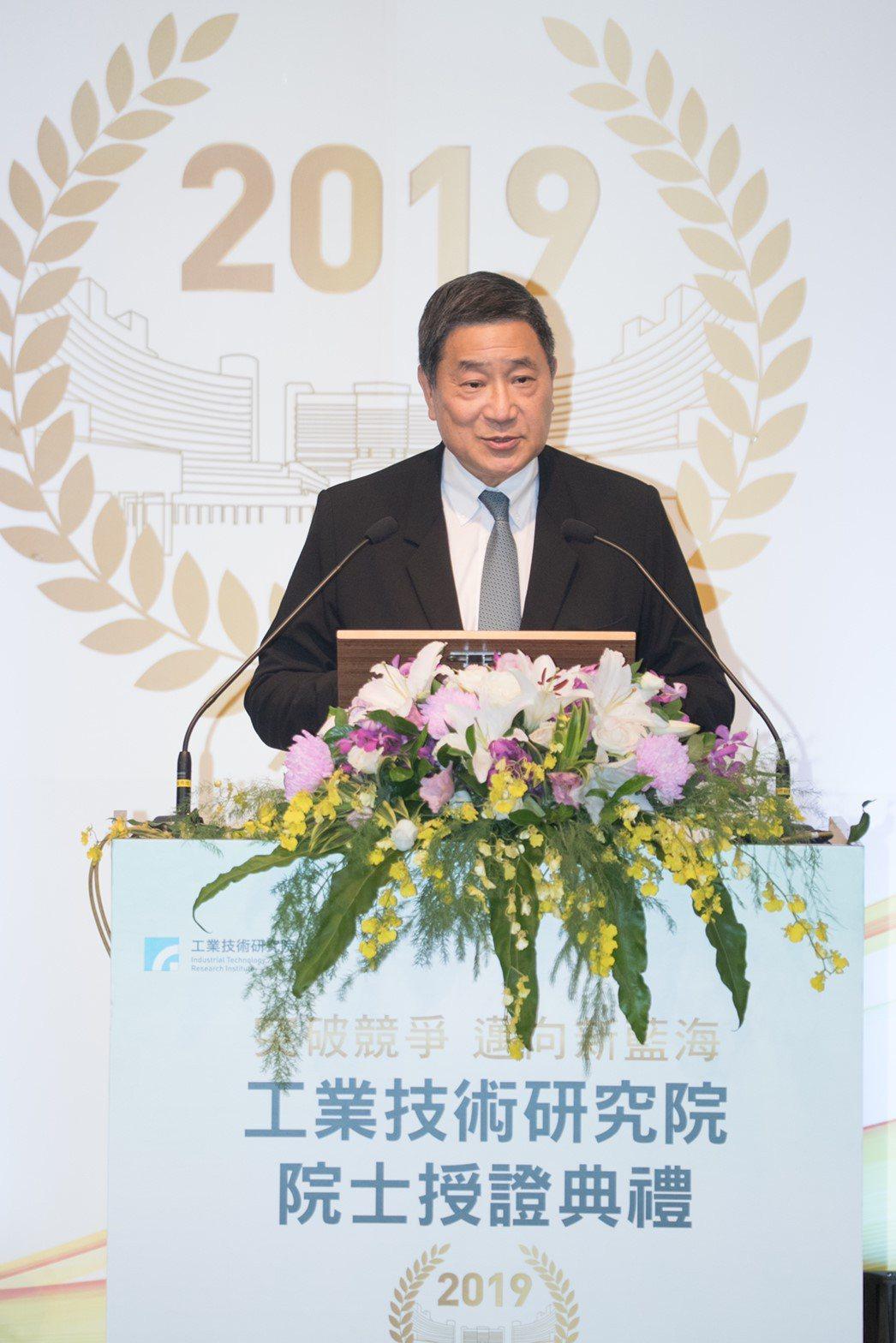 台泥董事長張安平獲頒工研院新科院士。(圖/台泥提供)