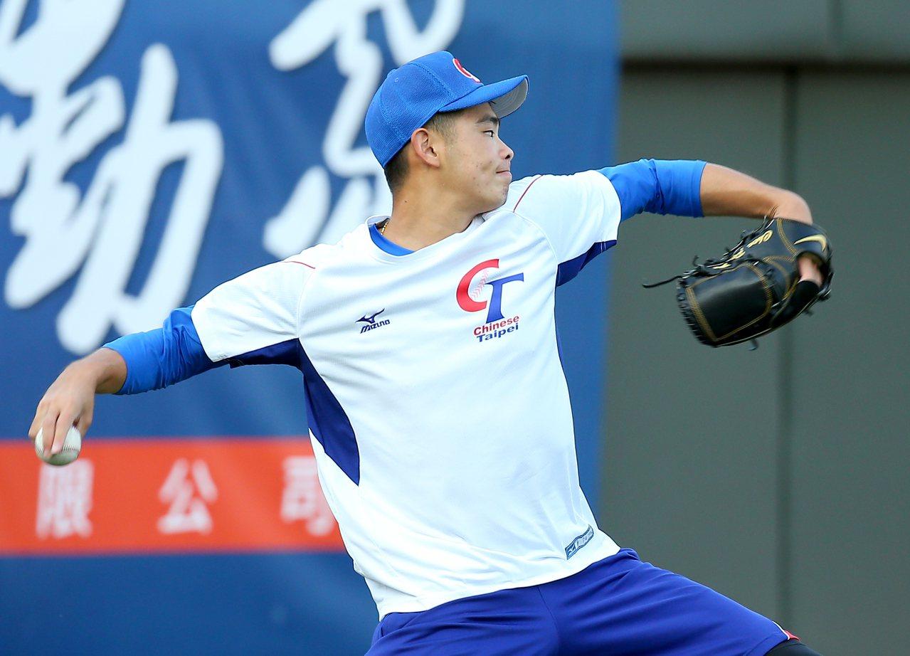 亞洲棒球錦標賽中華隊18歲的陳柏毓,明天將扛起對斯里蘭卡先發。記者余承翰/攝影