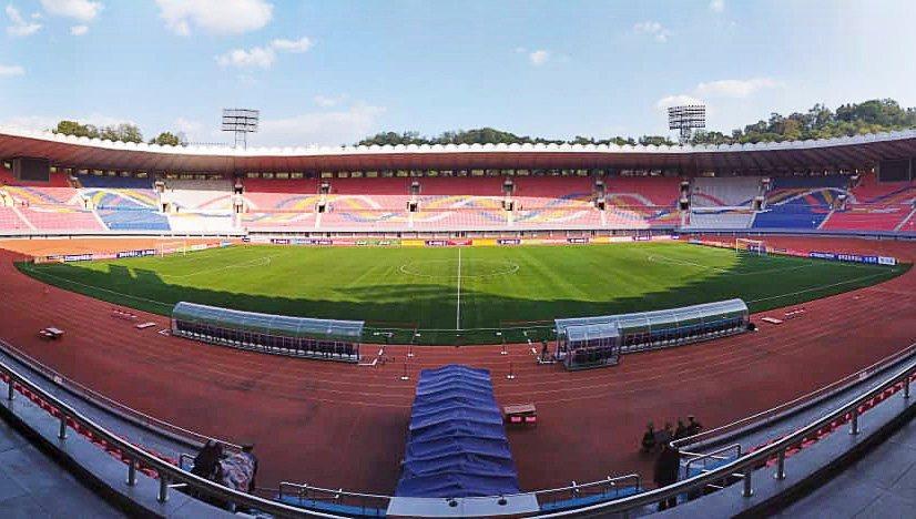 南韓足協人員拍攝的金日成體育場觀眾席空無一人。歐新社