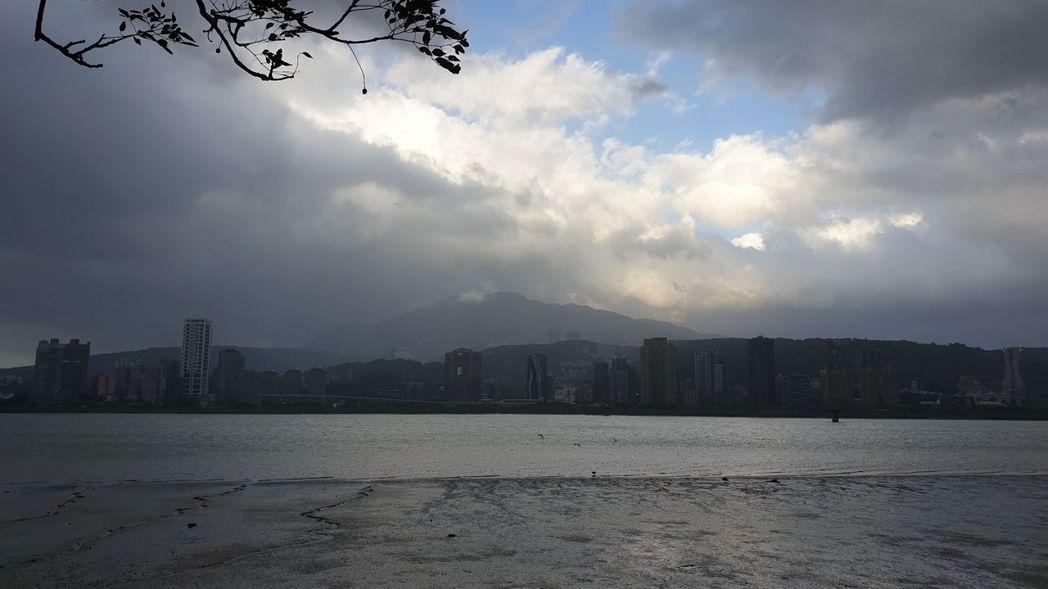 台北市房價太貴,許多想置產的民眾多往新北購屋,淡水是其中一處。聯合報系資料照片/...
