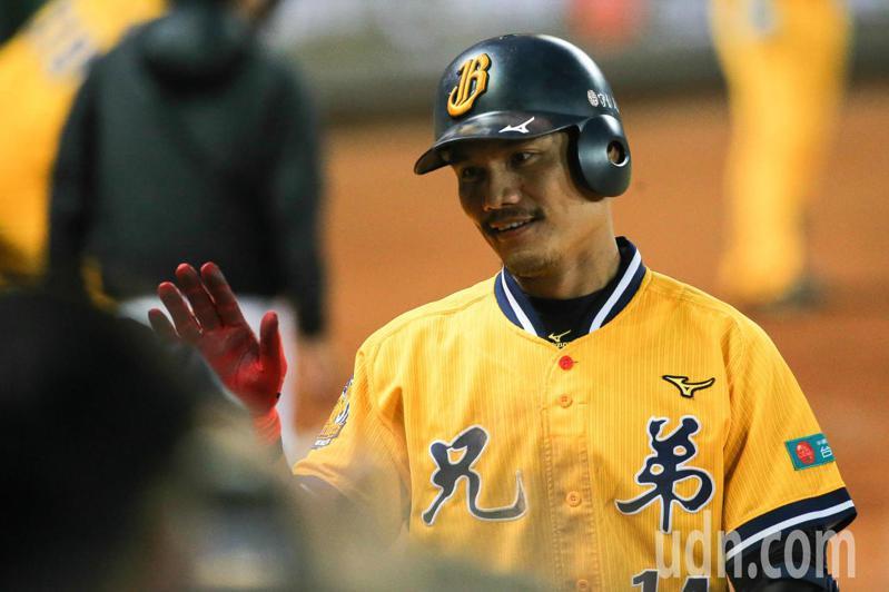 王勝偉終於在今天收到晉升通知,在兄弟上半季爭冠關頭加入球隊。 聯合報系資料照